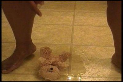 Ebony thickness pees on teddy